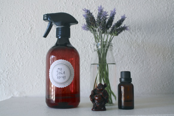 diy-yoga-mat-cleaning-spray-1